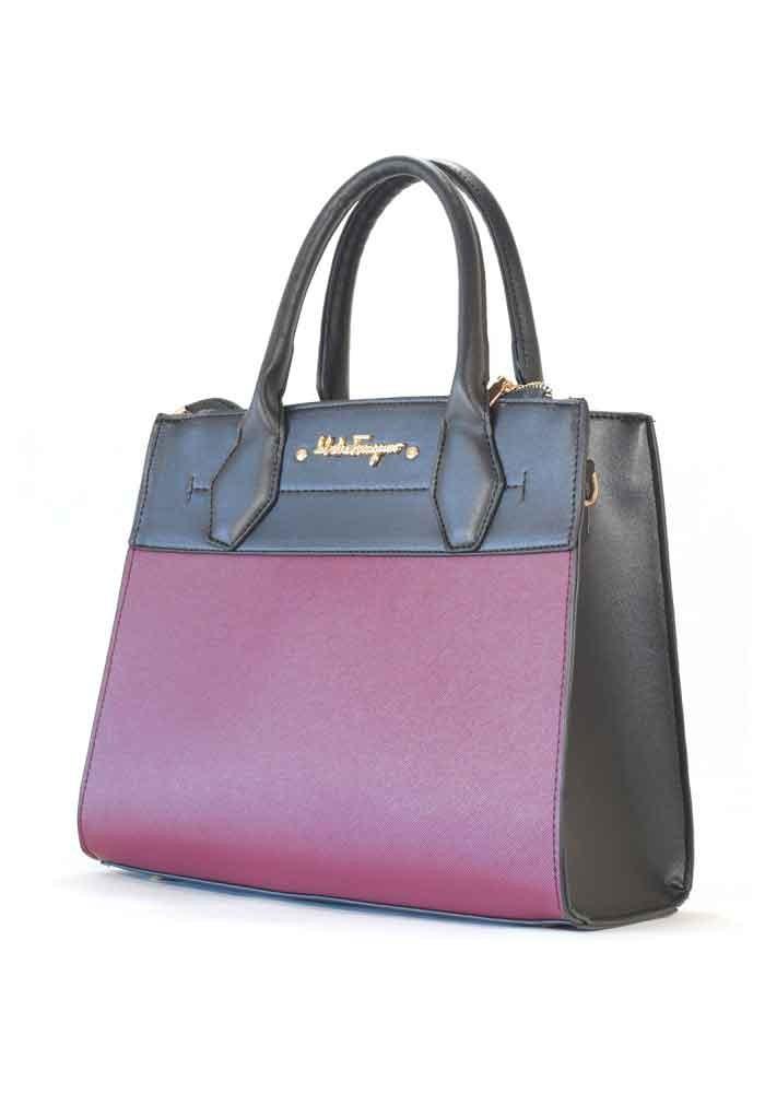 Черная женская сумка с бордовой вставкой