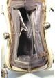 Бежевая мягкая женская сумка с оригинальной застежкой фото - 4, фото №4 - интернет магазин stunner.com.ua